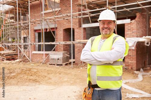 Fotografía  Portrait Of Construction Worker On Building Site