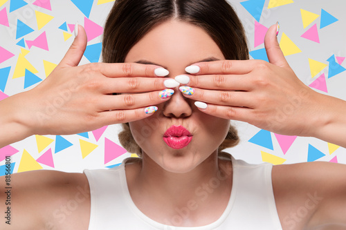 Fotografía  woman with colorful nails