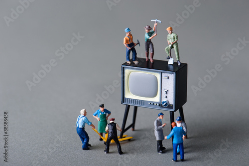 Fotografía  テレビを修理する人々
