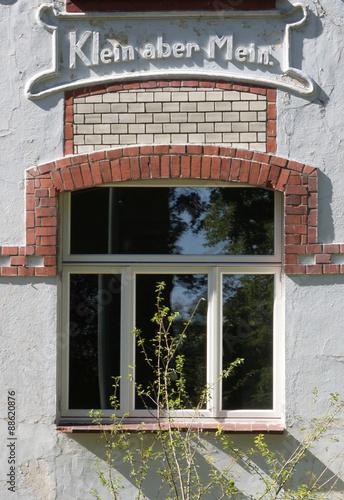 Fotografie, Obraz  Hausfassade - Klein aber Mein