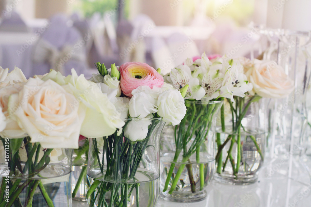 Hochzeit Blumen Arrangement Rosa Ranunkeln Weisse Rosen Foto