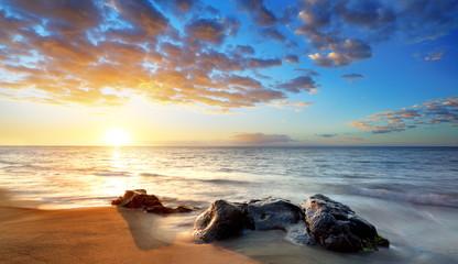 Plage de la Réunion au coucher de soleil.