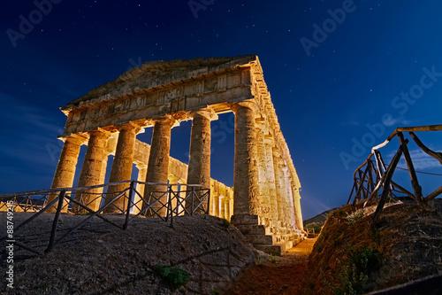 Fotografie, Obraz  Segesta Temple By The Moolight