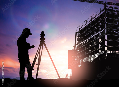 silhouette survey engineer working  in a building site over Blur Canvas-taulu