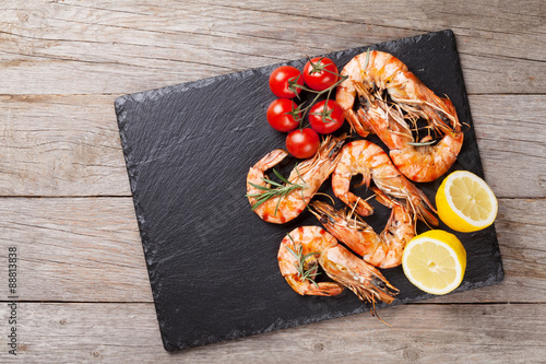 Photo Stands Seafoods Grilled shrimps on stone plate