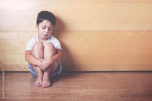 Fotografía  niño triste