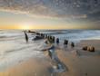 zachód słońca nad morską plażą