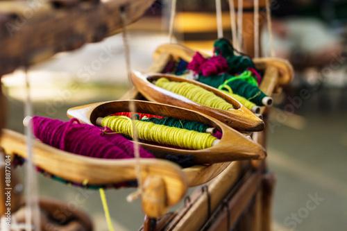 Fotografiet  Weaving Loom and thread of yarn