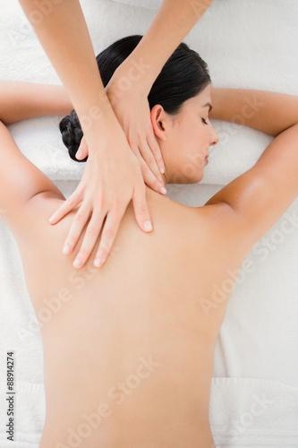 Photo  Woman receiving a back massage