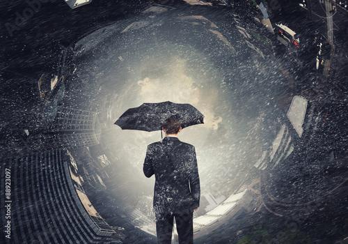 Fotografia  Man with black umbrella