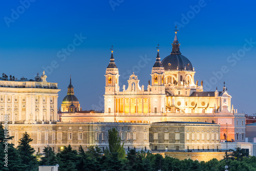 In de dag Madrid Madrid Skyline at dusk with the Royal Palace and the Almudena Ca