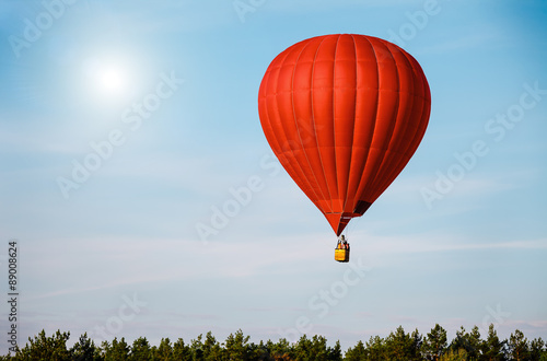 Door stickers Balloon Sigle air balloon in blue sky