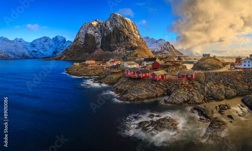 In de dag Eiland Reine,fishing village, Lofoten, Norway