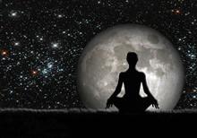Mujer Meditando, Luna Y Estrellas