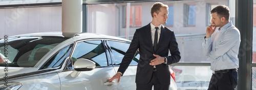 Obraz na plátně Car dealer selling expensive car