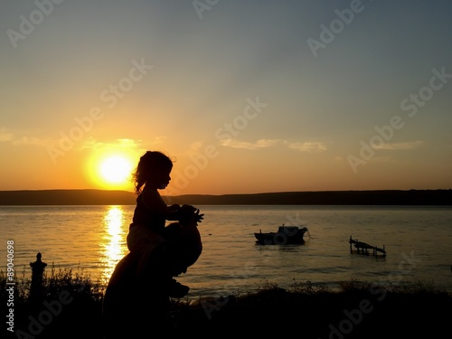 Recess Fitting Zen Gün batımında çocuk