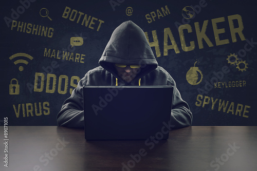 Fotografía  Hooded cyber criminal stealing secrets with laptop