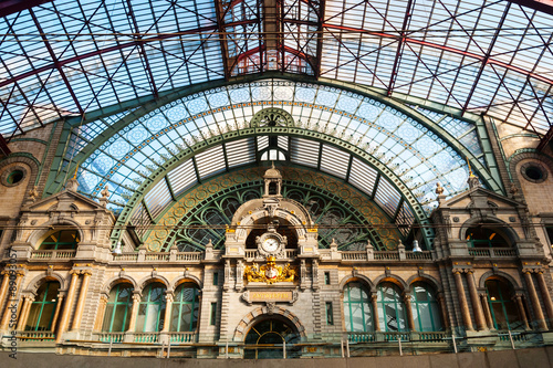 Montage in der Fensternische Antwerpen Antwerp central train station