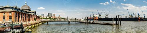 Foto auf AluDibond Stadt am Wasser Panorama Fischmarkt und Hafen Hamburg
