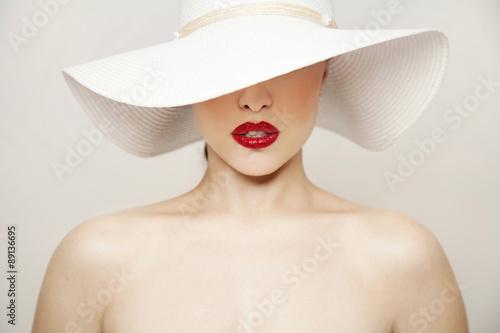 Fototapeta red lips and white hat