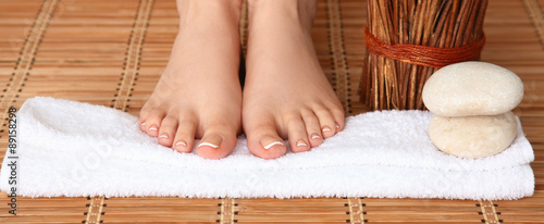 Poster de jardin Pedicure Care for beautiful woman legs on a towel