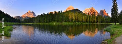Fotobehang Natuur Park Lago con le 3 cime di Lavaredo