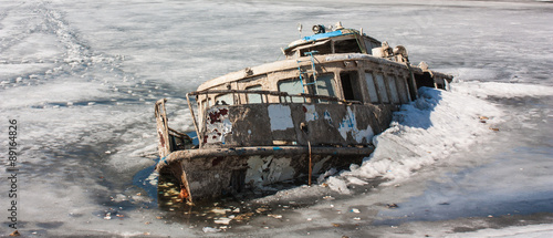 Foto op Canvas Schipbreuk Steam-ship sunk in the ice