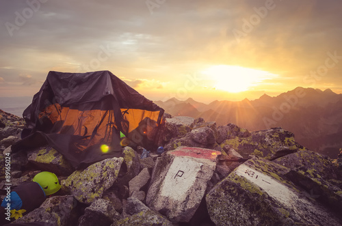 Poster Nouvelle Zélande Mountain landscape. Tent in the Polish and Slovak High Tatra Mountains.