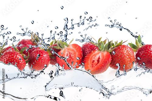 Fototapeta do kuchni Strawberry and Splashing water