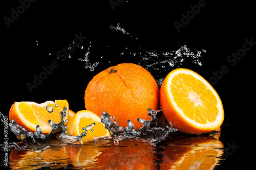 Foto op Aluminium Vruchten Orange fruits and Splashing water