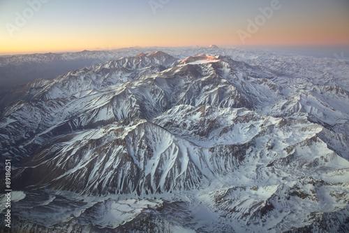 Krajobraz przelatujący nad pasmem Andów i Aconcagua