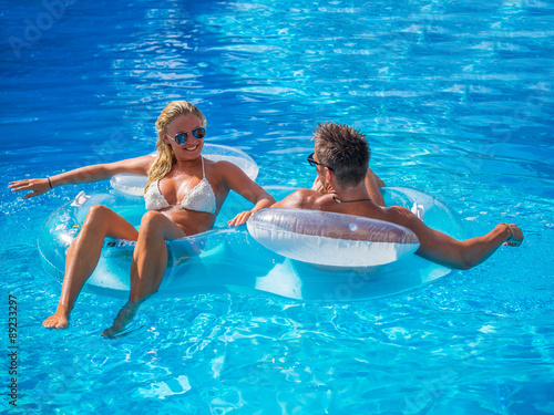 Photo Couple Outside Relaxing In Swimming Pool