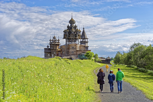 People on the road to the Kizhi site Canvas Print