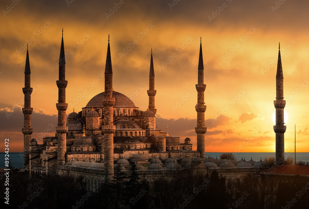 Photo  The Blue Mosque in Istanbul during sunset