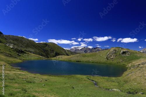 La pose en embrasure Bleu fonce Lac de Bassia à Gèdre Hautes-Pyrénées