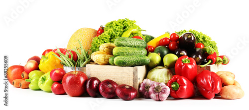 Poster Légumes frais Composition with fresh fruits and vegetables isolated on white