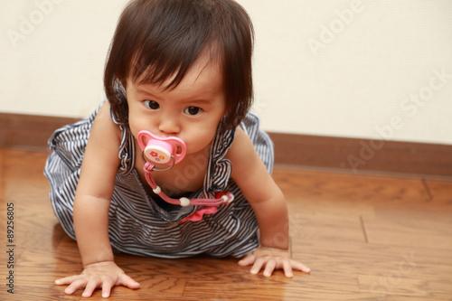 Fotografia, Obraz  おしゃぶりをくわえる赤ちゃん(0歳児)