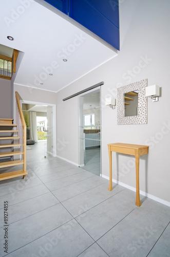 Modernes Treppenhaus Flur Eingangsbereich Buy This Stock Photo
