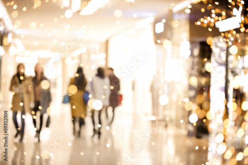 Fotografía  El centro comercial desenfoque de fondo con luces navideñas