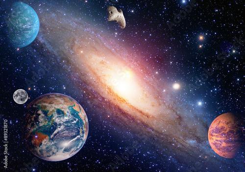 Astrologia astronomia ziemia księżyc przestrzeń wielki bang układ słoneczny tworzenie planet. Elementy tego obrazu dostarczone przez NASA.