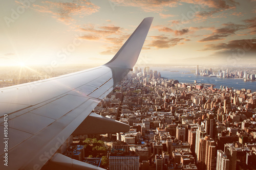 fototapeta na drzwi i meble Flight over New York City