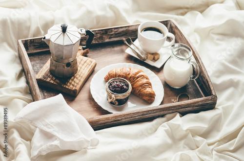 Fotografie, Obraz  Snídaně v posteli. světlo okna