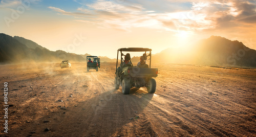 Photo sur Aluminium Desert de sable Buggies in desert