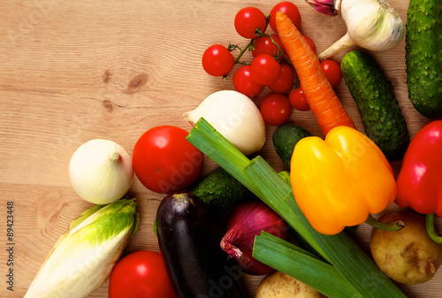 Fotobehang Composition with assorted raw organic vegetables wooden table