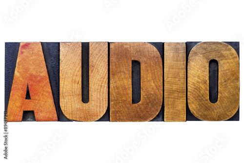 Fotografía  audio - word in letterpress wood type