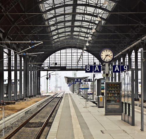 Tuinposter Treinstation railway station with watch in Wiesbaden