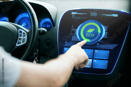 Foto  male hand setting car eco system mode on screen
