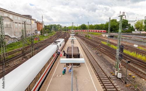 Fotografía Schnellzug an Bahnhof