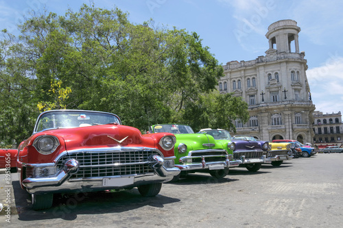 Fotografering  Vintage multi-coloured taxis in Cuba