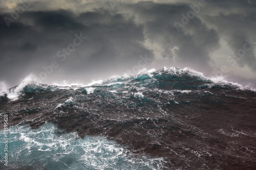 Autocollant pour porte Eau ocean wave during storm in the atlantic ocean